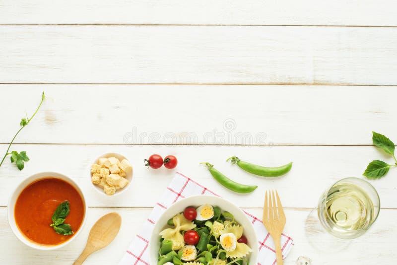 Cena leggera di estate/concetto di cena Copi lo spazio immagini stock