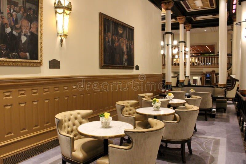 Cena lindo das tabelas e das cadeiras na área de assento, o Driskill, Austin, Texas, 2018 imagem de stock royalty free
