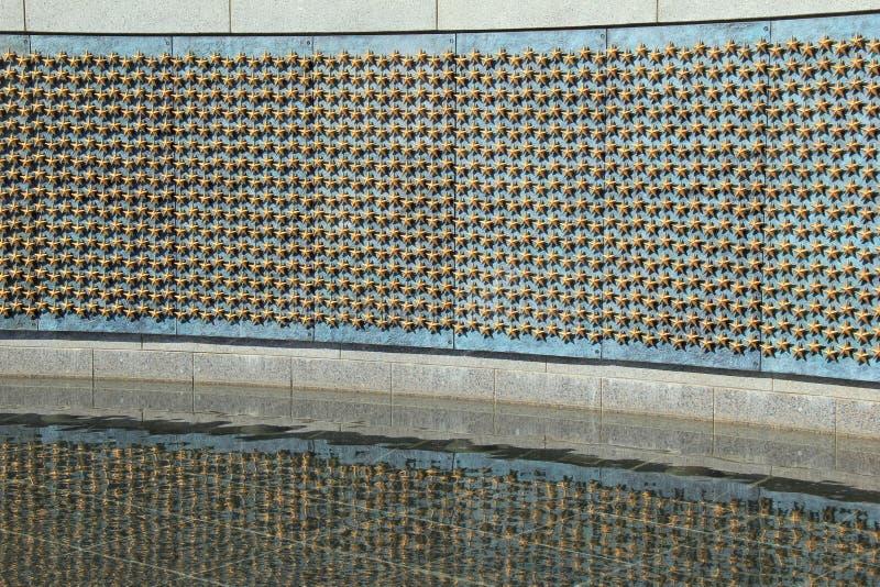 Cena movente na parede da liberdade, onde cada estrela representa 100 soldados, Washington, C.C., 2015 foto de stock