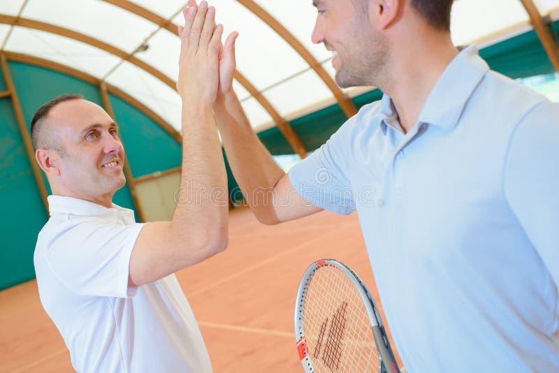 Cena no campo de tênis fotos de stock royalty free