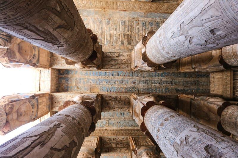 Cena no templo de Denderah, Qena, Egito foto de stock royalty free