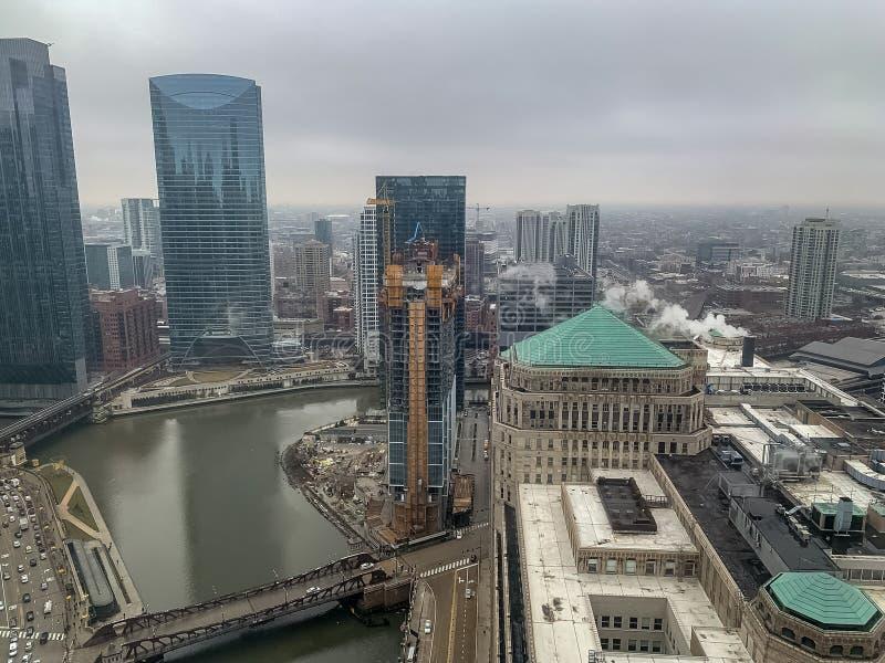 Cena sombrio do inverno sobre Chicago River fotografia de stock