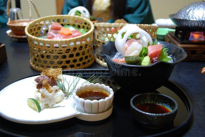 Cena tradicional japonesa con el sashimi foto de archivo libre de regalías