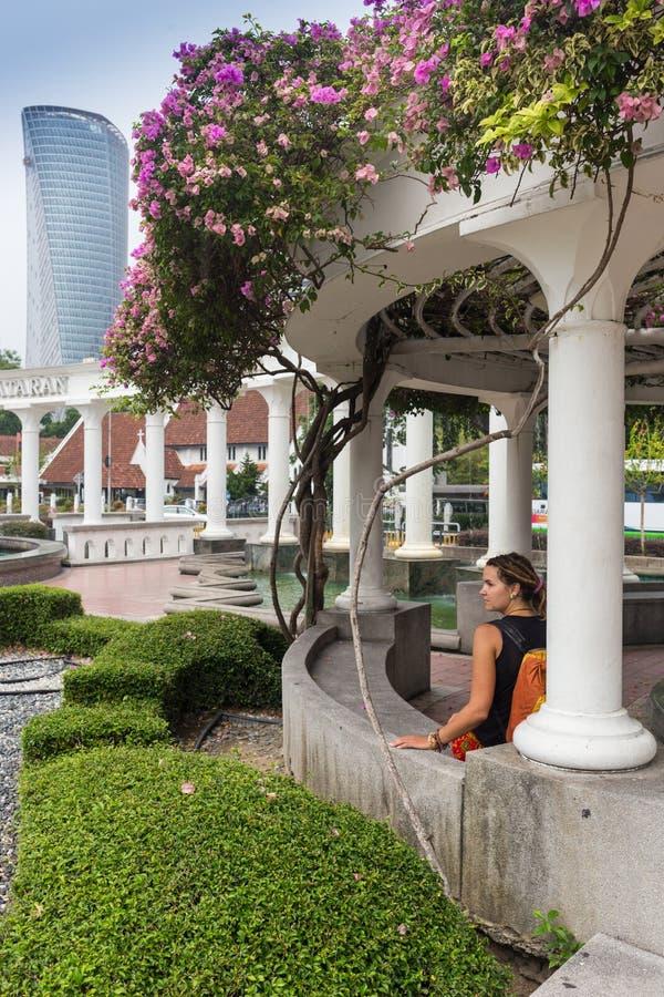 Cenador en parque otoñal landscaping imagen de archivo