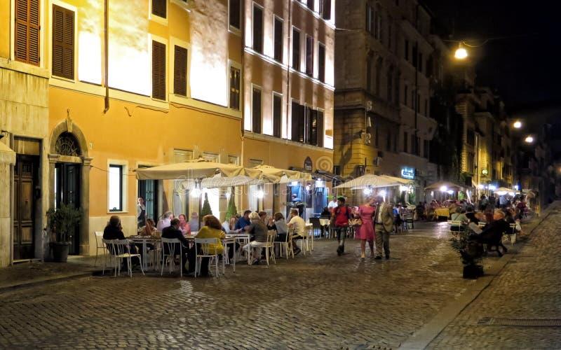 Cenando hacia fuera, Roma foto de archivo