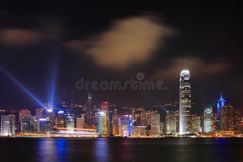 Cenas da noite de Hong Kong no porto de victoria imagens de stock royalty free