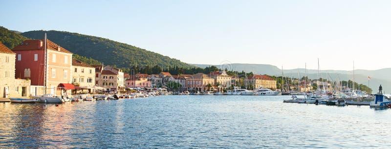Cenas do porto do graduado de Stari, Hvar fotografia de stock