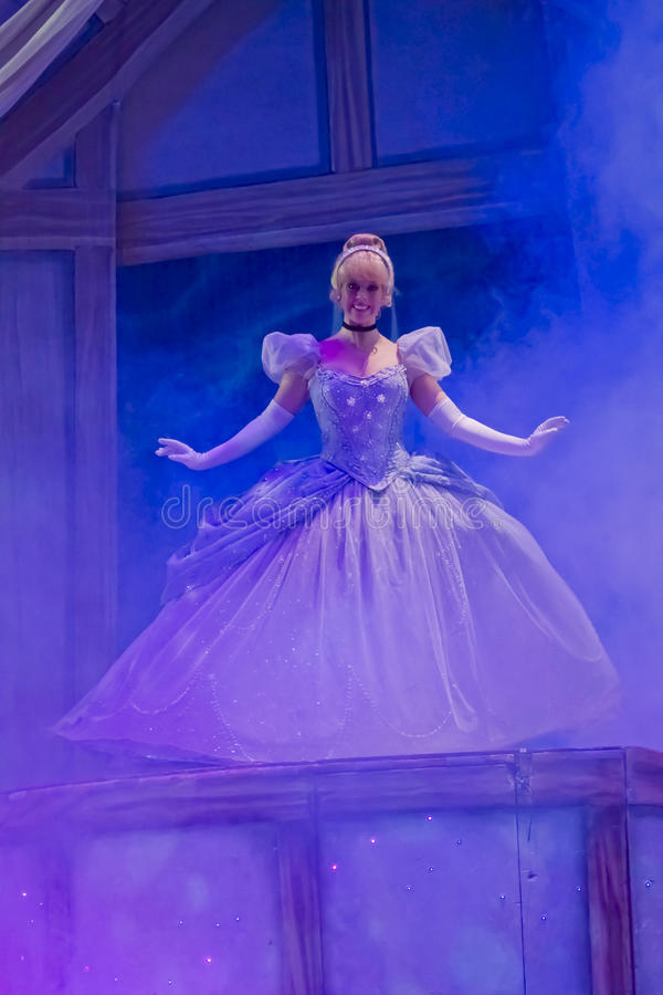 Cendrillon dans la robe de bille photo libre de droits
