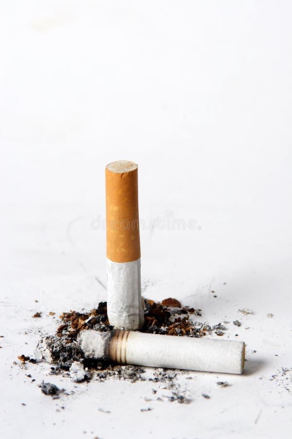 Download Cenicero del cigarrillo imagen de archivo. Imagen de cenizas - 1287569
