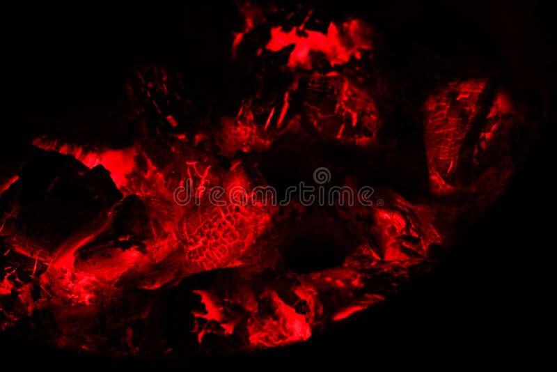 Cenizas en la estufa caliente imagen de archivo