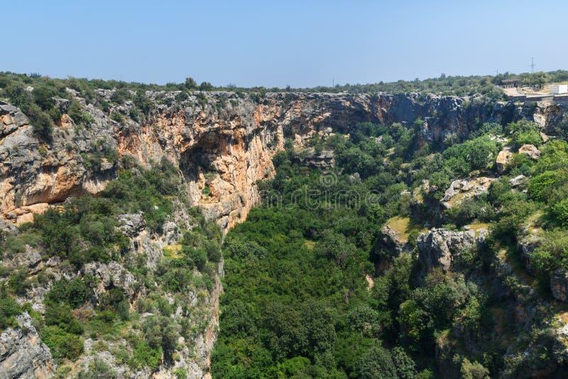 Cennet et Cehennem ou effondrements de ciel et d'enfer en Taurus Mountains, dans la province de Mersin, la Turquie image libre de droits