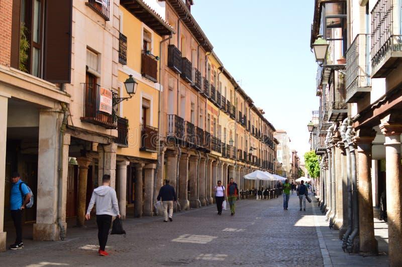 Cenny Arcad wieki średni W głównej ulicie Alcala De Henares Architektury podróży historia zdjęcia stock