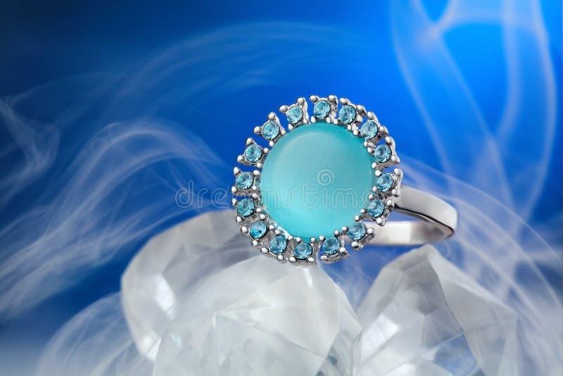 Cenny pierścionek z gemstone zdjęcie stock