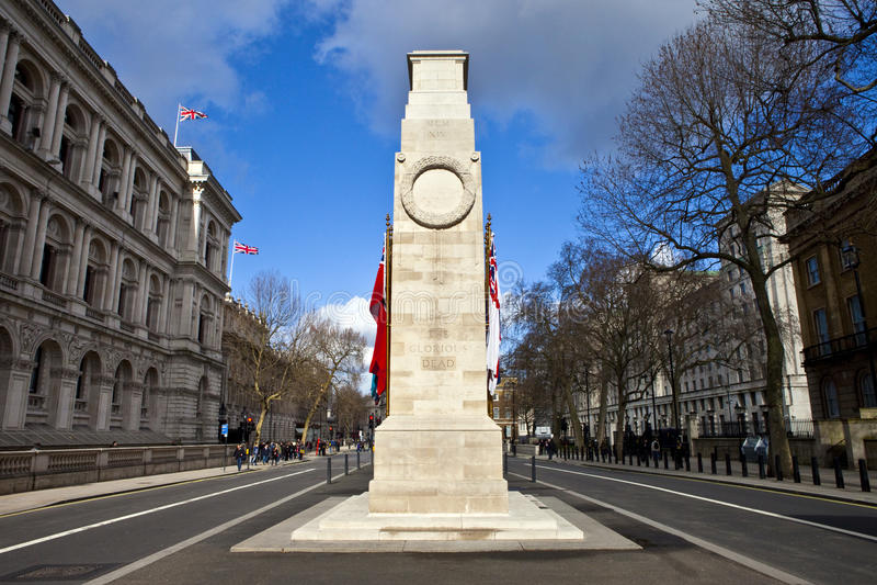 Cenotafiet ner Whitehall i London royaltyfri foto