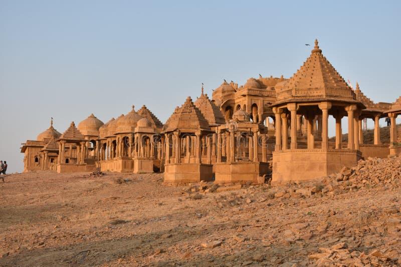 Cenotafio antiguo en el baag Jaisalmer Rajasthán la India del bada foto de archivo