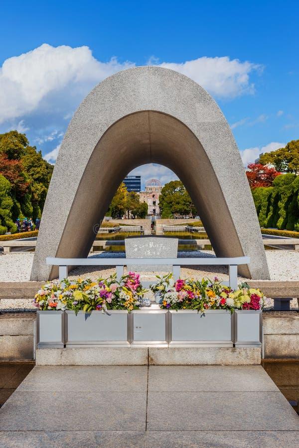Cenotafium på Hiroshima fred Memorial Park arkivbilder