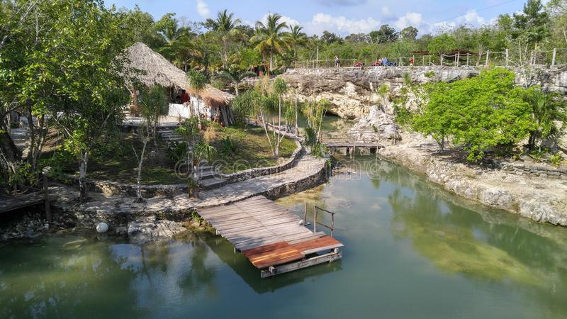 Cenote托尔蒂岛在墨西哥 免版税库存照片