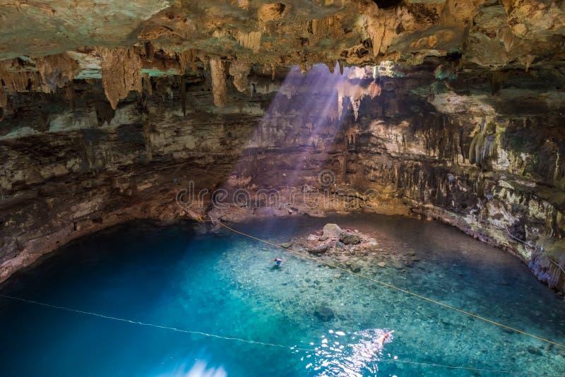 Cenote de Samula cerca de Valladolid, Yucatán, México imágenes de archivo libres de regalías