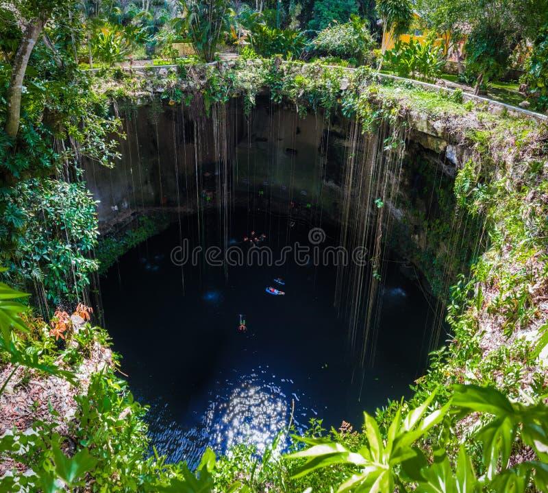 Cenote Ik Kil - Yucatan, Mexique image libre de droits