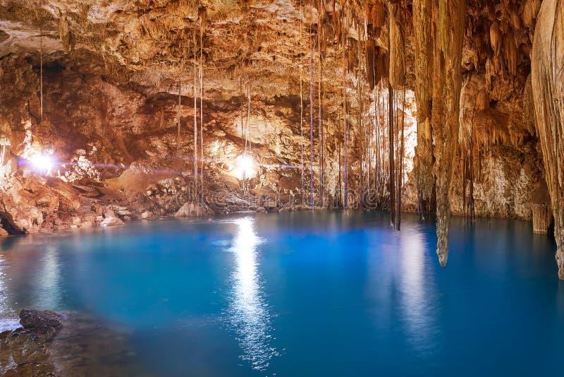 Cenote Xkeken污水池在巴里阿多里德墨西哥 库存照片