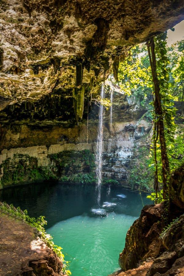 Cenote Zaci - Valladolid, México imagenes de archivo