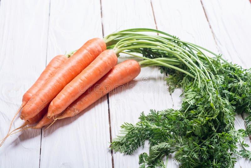 Cenoura vegetal com folhas foto de stock royalty free