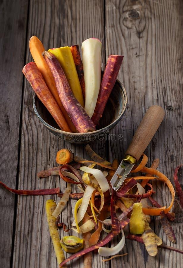 Cenouras descascadas coloridos fotografia de stock