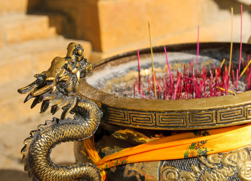 Censer no monastério do tibetano do songzanlin imagens de stock royalty free