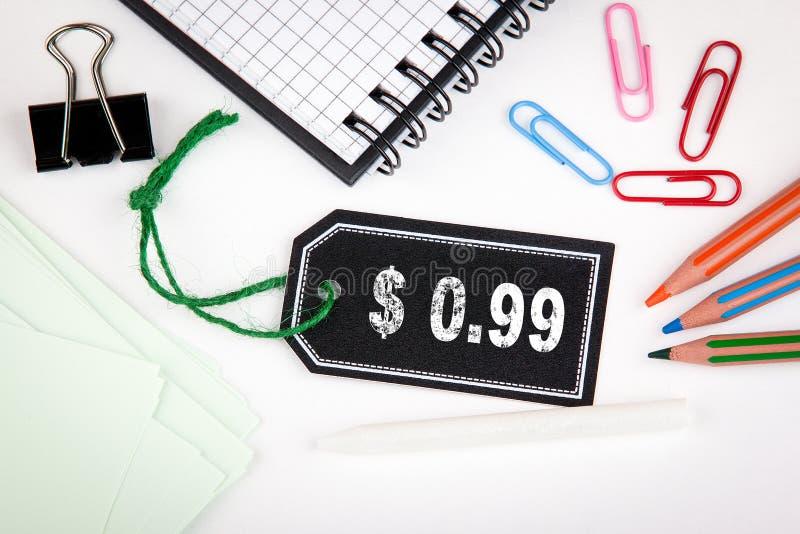 cent des 99 dollars Prix à payer avec de la ficelle sur un fond blanc photos libres de droits