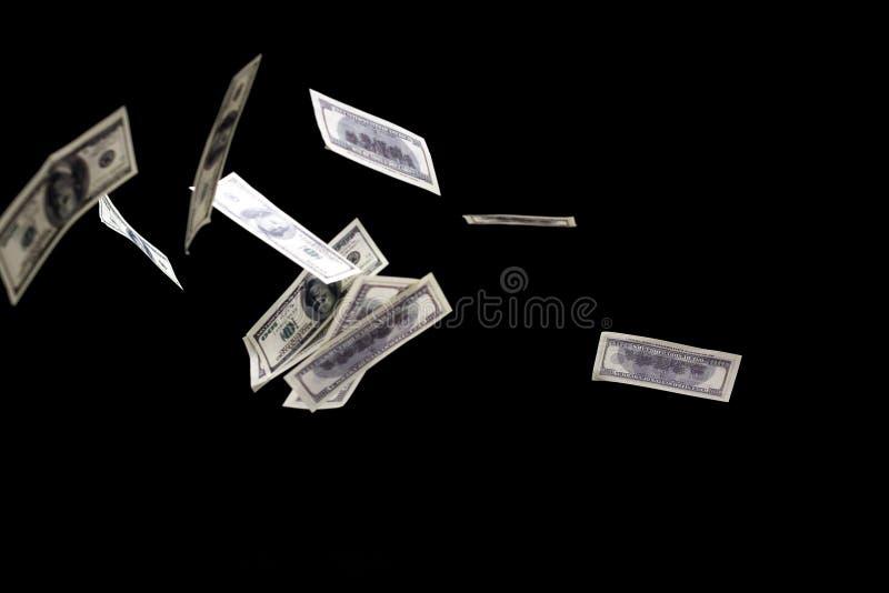 Cent dollars de billets de banque volent sur le fond noir Concept de pluie d'argent illustration libre de droits