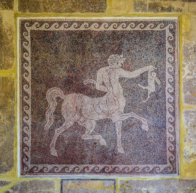 Centauro e coelho Painel antigo do mosaico do museu arqueológico na cidade velha do Rodes Greece imagem de stock