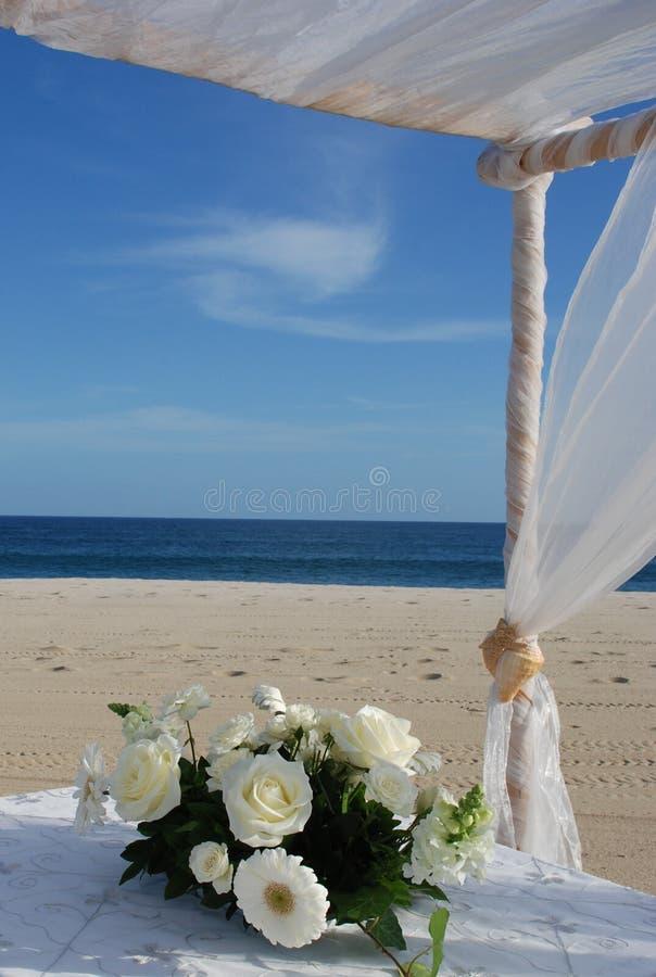 center blommastyckbröllop arkivfoto