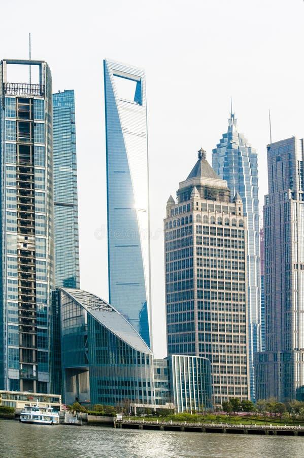center finansiell shanghai värld royaltyfria bilder