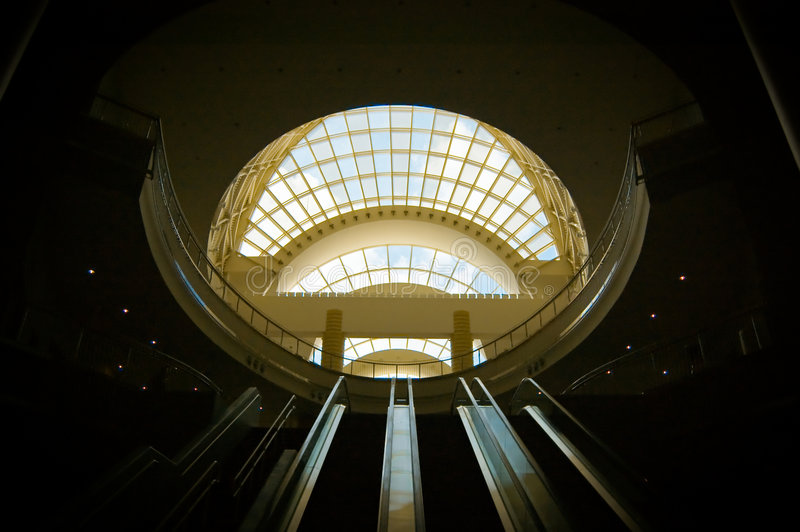 center regelrulltrappa arkivbilder