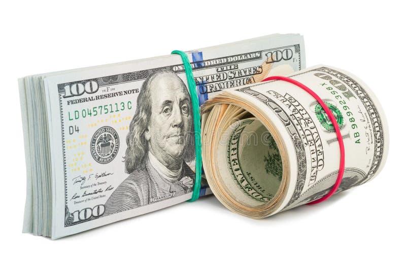 Cento banconote in dollari acciambellate con rubberband fotografia stock libera da diritti