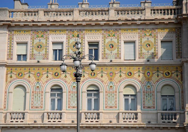 Centraal deel van de bouw van de Prefectuur van Triëst in Friuli Venezia Giulia (Italië) royalty-vrije stock foto's