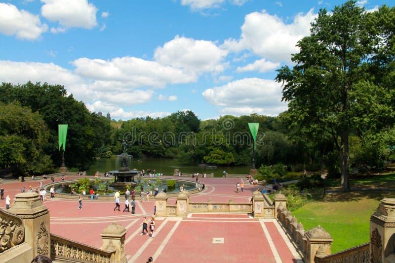 Centraal het parkmeer van New York en fontain mening, de stad van New York, de V.S. stock afbeelding