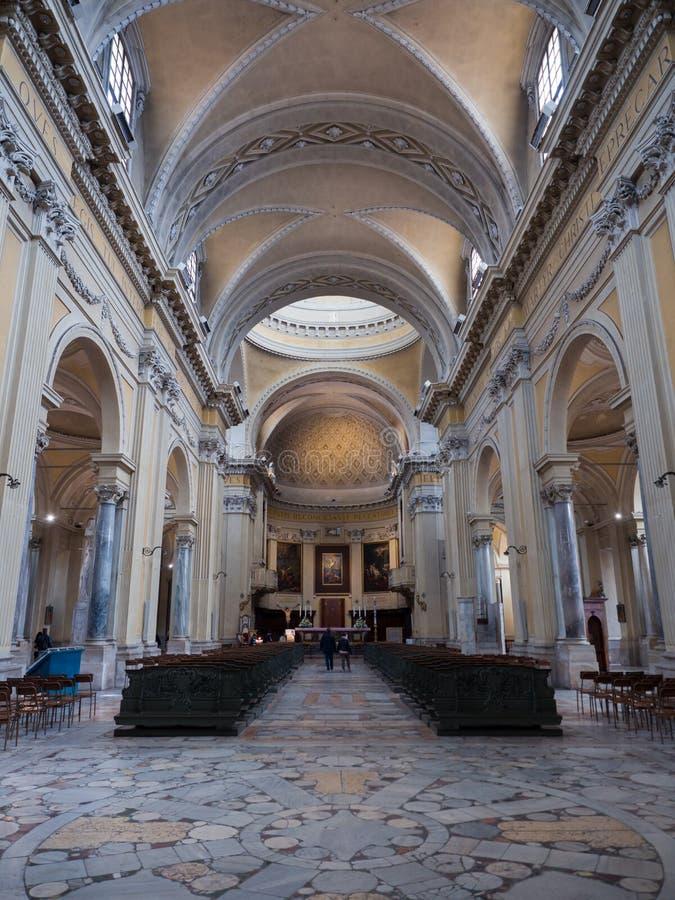 Centraal schip met vat gewelfd plafond van Duomo van Ravenna royalty-vrije stock afbeeldingen