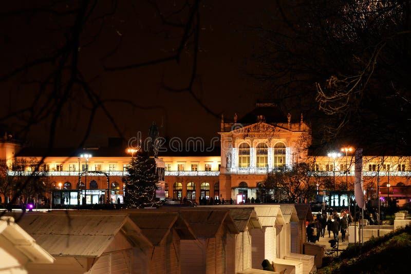 Centraal station in Kerstmistijd, Zagreb, Kroatië stock foto's