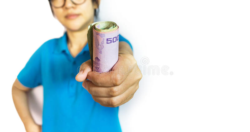 Centrado en el dinero del baht tailandés del billete de banco a disposición, el gancho agarrador de la muchacha o la captura imágenes de archivo libres de regalías