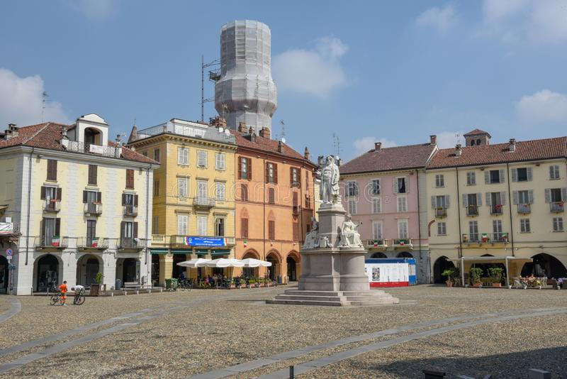 Central Cavour fyrkant på Vercelli på Italien arkivfoton