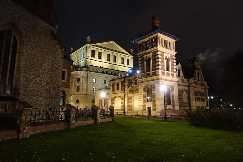 Central eléctrica anterior de Juliusz Slowacki Theater por noche imagenes de archivo