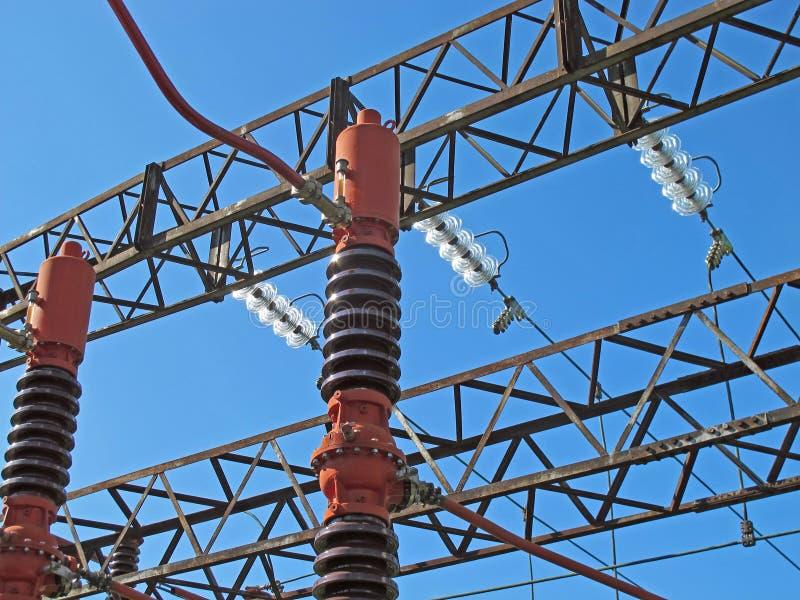 Central eléctrica con las vigas del cedazo fotografía de archivo