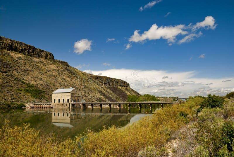 Central eléctrica de la presa y del río foto de archivo libre de regalías