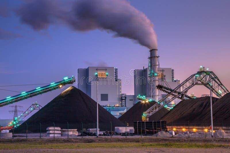 Central eléctrica del carbón a estrenar en Eemshaven imagen de archivo libre de regalías