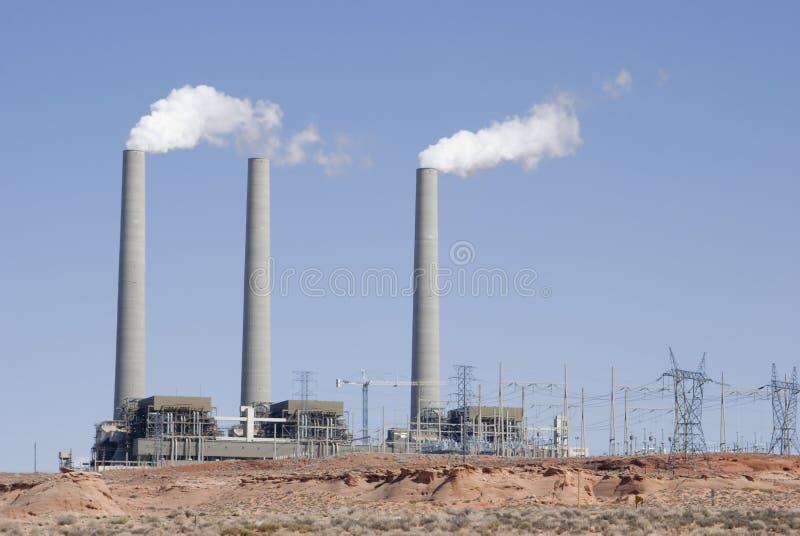 Central eléctrica del desierto imagenes de archivo
