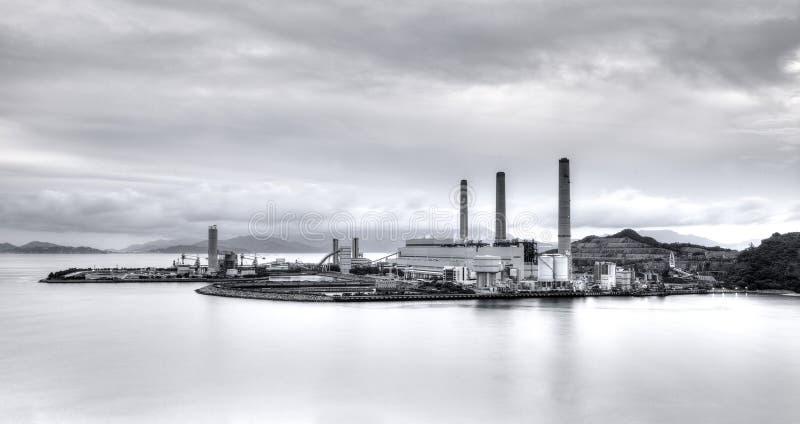 Central eléctrica en blanco y negro imagen de archivo libre de regalías