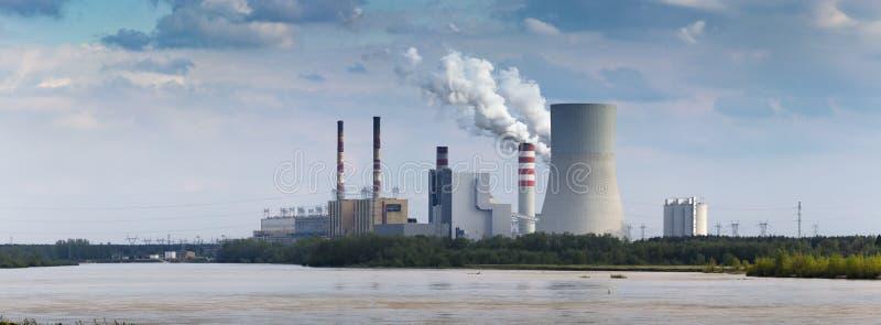 Central eléctrica en Kozienice foto de archivo libre de regalías