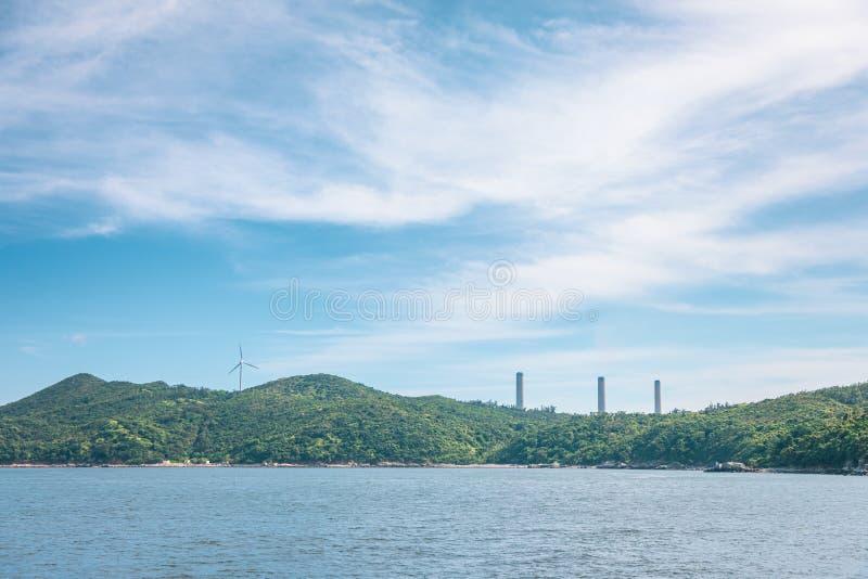 Central eléctrica en la isla de Lamma, Hong Kong foto de archivo