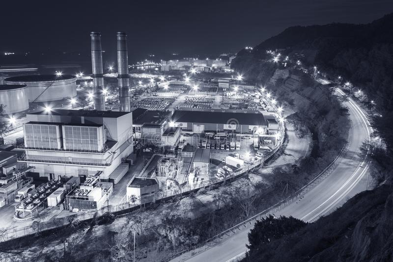 Central eléctrica en la noche imagen de archivo libre de regalías